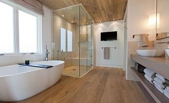 Không gian phòng tắm cực kỳ sang chảnh với kính cường lực.