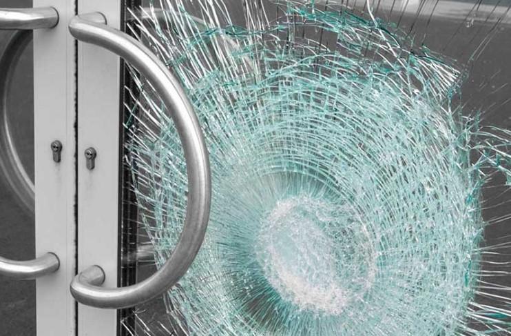 Cửa kính cường lực và khả năng chống trộm