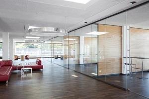 Không gian làm việc sáng tạo hơn cùng kính cường lực cho văn phòng