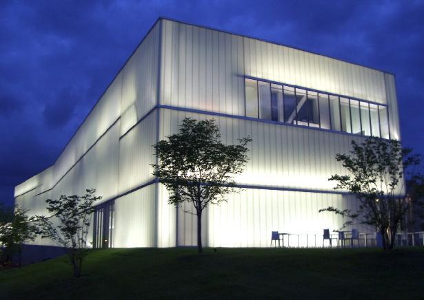 Những công trình kiến trúc bằng kính cường lực của thế giới