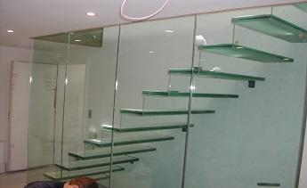 Thiết kế nội thất sử dụng kính cường lực