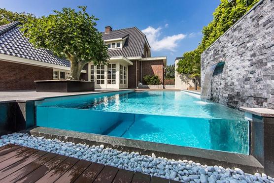 Ứng dụng mới trong thiết kế hồ bơi với kính cường lực đầy sự lôi cuốn và thu hút