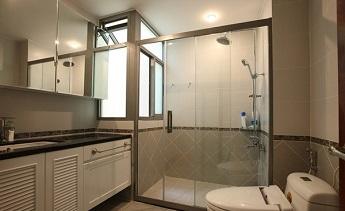 Xu hướng sử dụng kính cường lực cho phòng tắm hiện đại