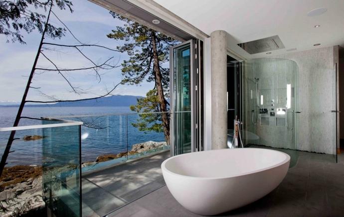 Xu hướng thiết kế phòng tắm trong suốt bằng kính cường lực của khách sạn hiện đại